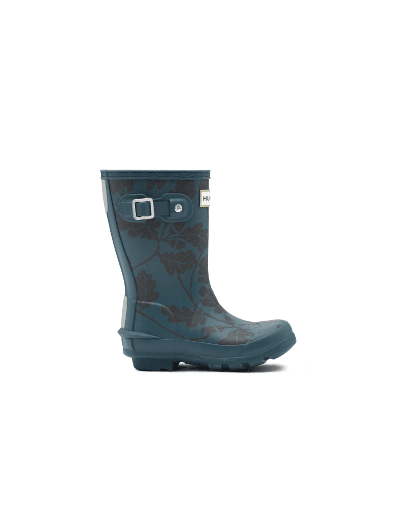 *Size/Fit Summary: True to size, Regular fit. Sizing suitable for 5-11 year olds (size 13-5)* Created in partnership with the National Trust, this kids\\\' boot brings nature to life with the iconic acorn and oak leaf print. A dream for junior explorers, the Original Kids Rain Boot is handcrafted from natural rubber and designed for adventures. Our specialised kids\\\' boots are highly resistant to wear and abrasion with a polyester lining for comfort. Reflective patches and the Hunter Original tread