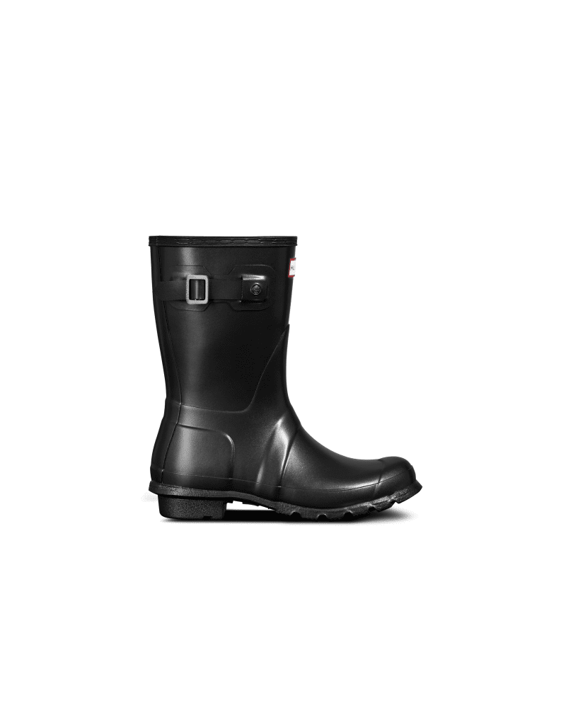 *Size/Fit Summary: True to size, Regular fit* Inspired by moonlight hitting glistening Scottish Coastal waters and glassy rockpool surfaces, the Pearlised Rain Boot Boot is one of its kind. Utilising a unique pearlized finish that shimmers on top of the black natural rubber base as you move in the light, this iridescent style is very subtle yet entirely individual. A take on the iconic Original Short Boot which lies at the heart of the Hunter Original brand, each boot boot is handcrafted and ass