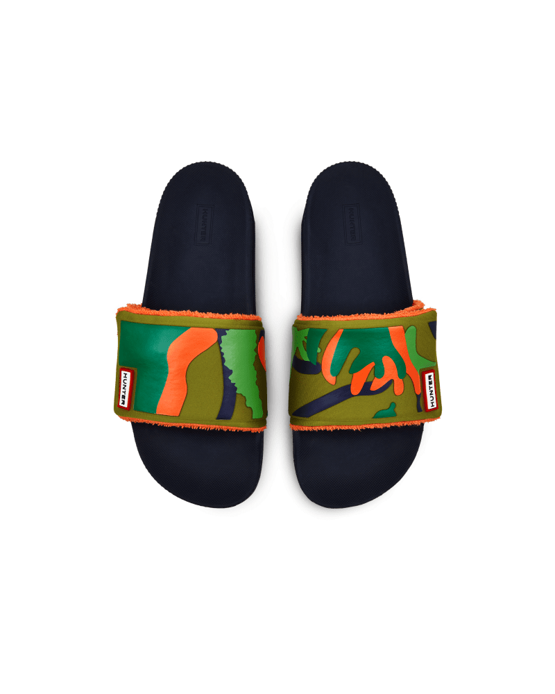 *Size/Fit Summary: True to size, Regular fit with adjustability* Hunter\\\'s Original Adjustable slides are updated with the new green Rock Pool Camo print, which is inspired by the busy microscopic life, rubbery seaweed and colorful sea creatures found in Scottish coastal rock pools. Engineered with a neoprene upper, which is lined with moisture-absorbing terry towelling, these slides are fastened with a velcro strap for a customisable fit. Easy to clean and quick to dry, these lightweight mens sl