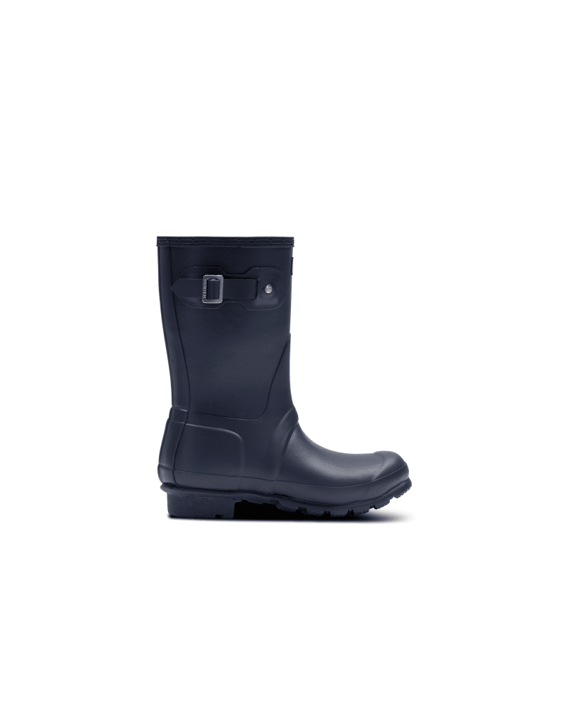 *Size/Fit Summary: True to size, Regular fit* Designed with colder climates in mind, the Women\\\'s Original Short Rain boot is updated with an insulated fleece lining to further protect against winter chills. Able to be worn in temperatures as low as 23°F, your legs and feet will be feeling snug everyday. Handcrafted from 28 parts, each boot is constructed from natural rubber which has been vulcanised for a fully waterpoof and durable finish. In a classic navy matte, venture out with the confidenc