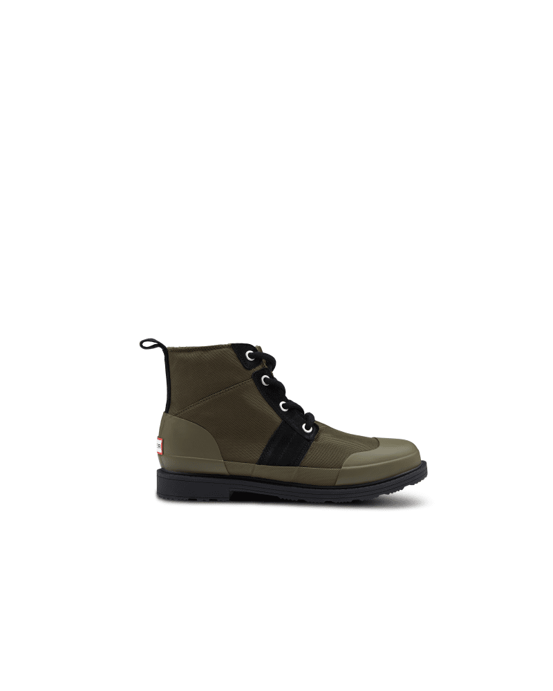 *Size/Fit Summary: True to size, Regular fit* Designed with colder climates in mind, the Men\\\'s Original Insulated Commando boot is updated with a shorter height and an insulated microfibre fleece lining specially created to trap heat inside. Handcrafted from a mixture of olive green water-resistant nylon and black suede accents, your ankles and feet will be feeling snug thanks to the cushioned footbed and adjustable lace up fastening. In a classic commando boot style, venture out on frosty city