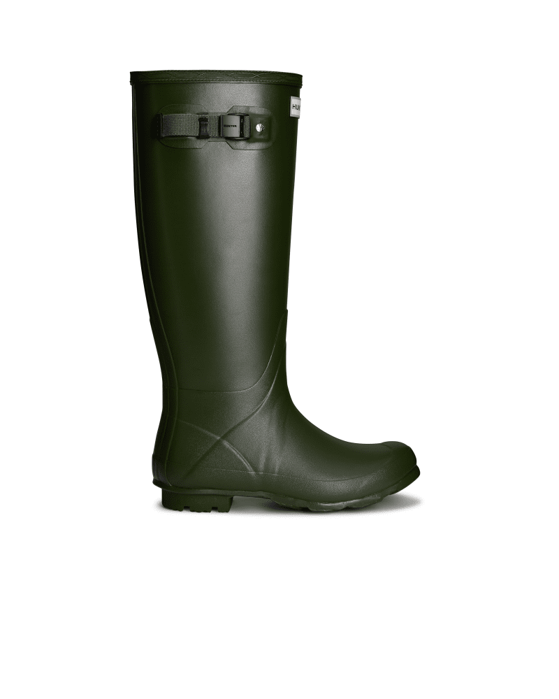 *Size/Fit Summary: True to size, Regular fit* Fusing the unique design style of the iconic Original Tall boot with new developments, the Norris Field boot is made for sustained use on varied terrain. This 3mm neoprene-lined rubber boot offers enhanced resistance against cold weather. Forming an insulating barrier, the neoprene lining safeguards against windy conditions. The design is handcrafted from a new soft rubber compound that maintains strength, while being flexible to allow ease of moveme